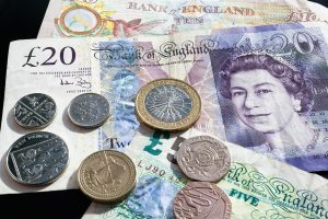 Pound strengthens over Retail Sales