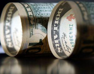 USD declines as US treasury yields slip lower
