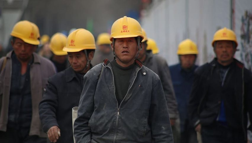Chinese workers head home, as factories and businesses close