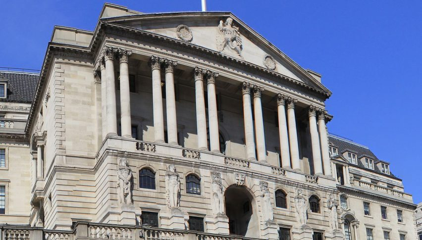 BOE Cuts Rates Again, Pledges to Restart Asset Purchases