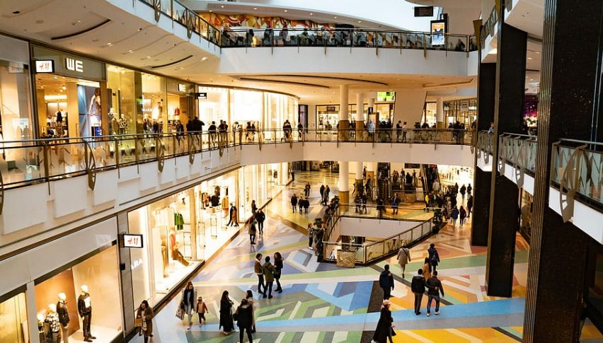 British Consumer Confidence Dips Back to Record Lows