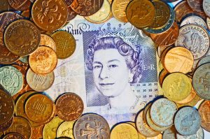 GBP/USD Expected to Weaken This Year: Reuters Poll