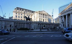 BOE Expected to Add More QE, But Keep Rates Above 0