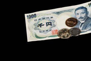 Japan's Household Spending Rises for the First Time in Four Months