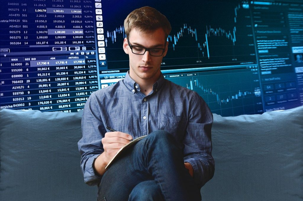 An investor looking for the right forex signals provider